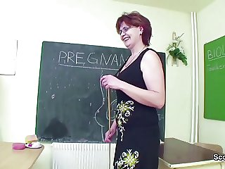 Sexy teacher seduce young guy to fuck her mature pussy