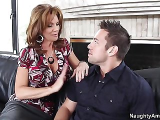 Hot mom wants boy to fuck her like it would never happen again