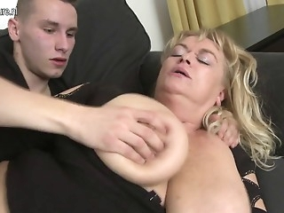 Amateur big mature mom fucks her son's friend