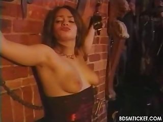 Sub gets her tits flogged