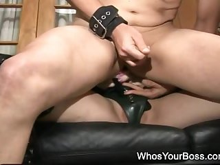 Chubby strapon domme