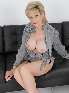 16 of Lady Sonia Gio Nylons And Big Nipples