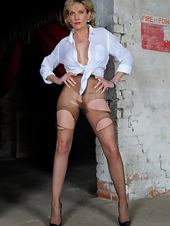 <!–-IMAGE_COUNT-–> of Ripped pantyhose